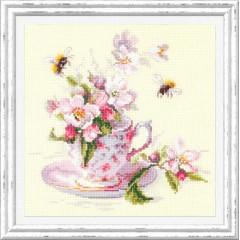 Набор для вышивки крестом Чудесная игла 120-041 Чашка с веткой яблони