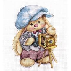 Набор для вышивки Алиса 0-192 Зайка Ми. Фотограф