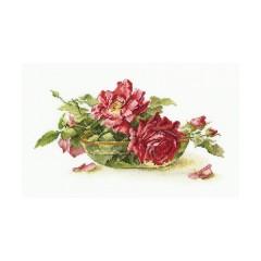 Набор для вышивания RTO M525 Розы в пиале